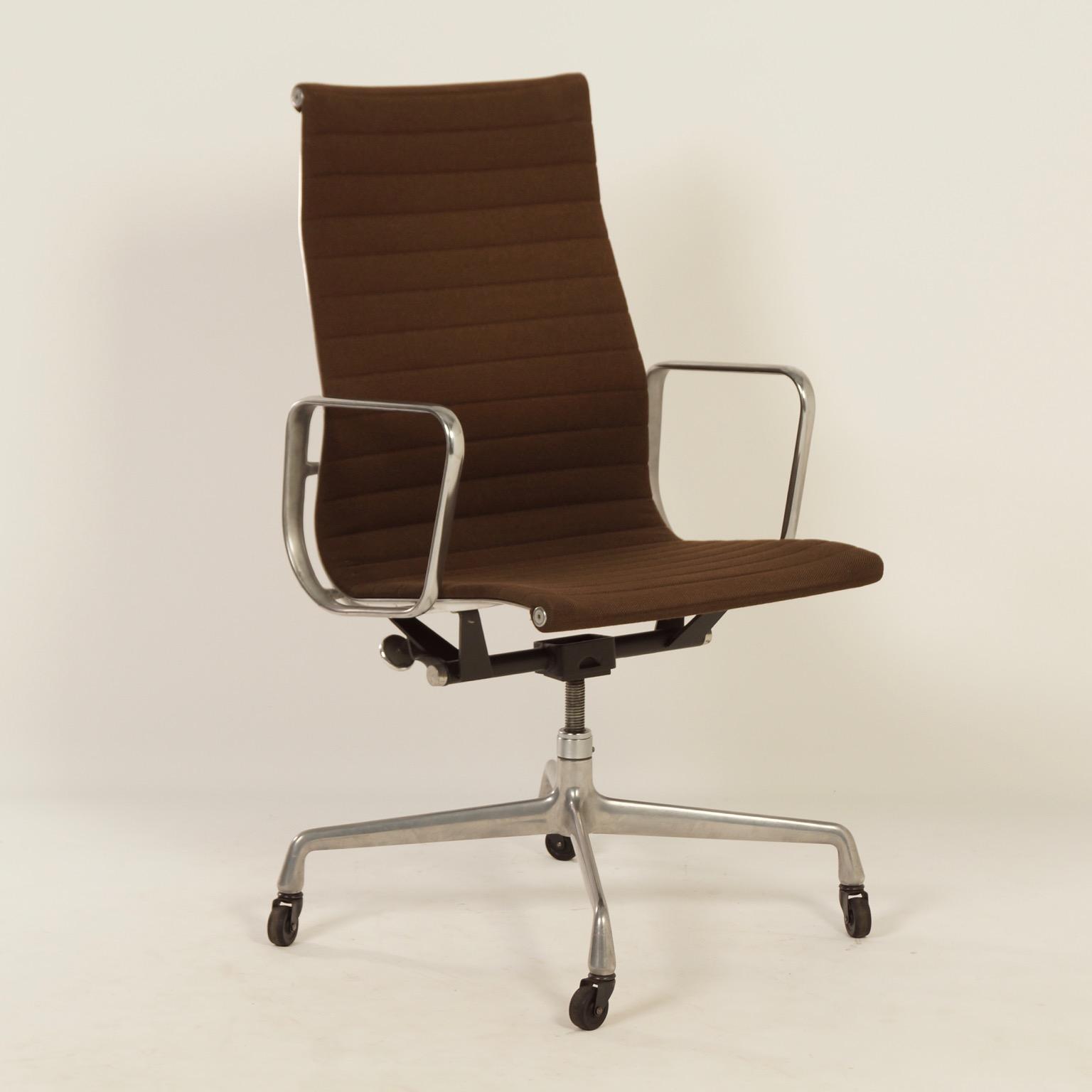 Original brown eames office chair van herman miller 1960s - Eames office chair original ...