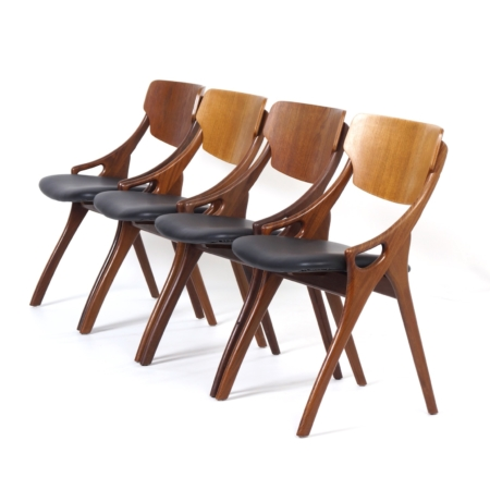 Danish Dining Chairs by Hovmand Olsen for Mogens Kold, 1960s – Set of 4 Reupholstered with Leather | Mid Century Design
