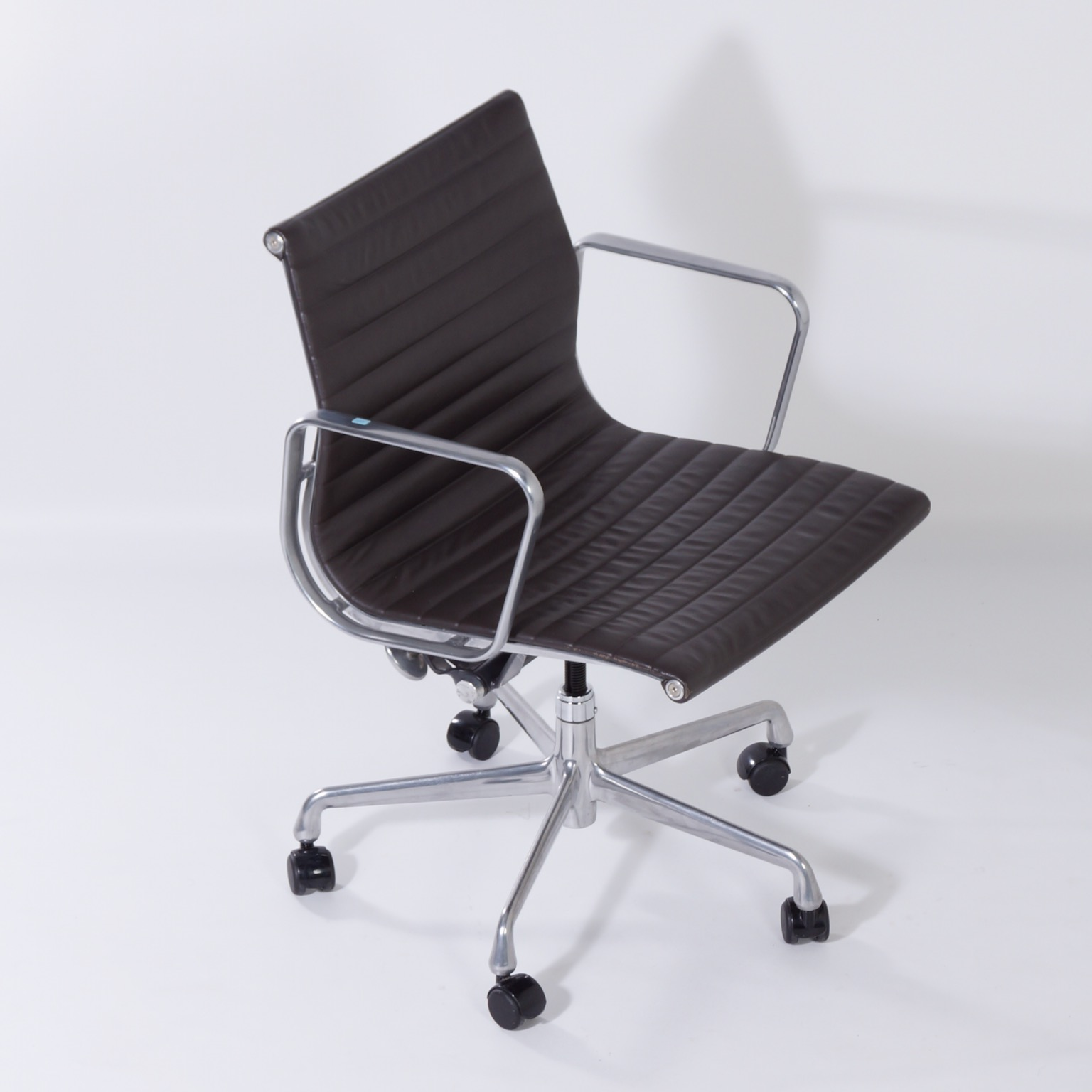 Ea335 Office Chair By Charles Ray Eames For Herman Miller 2000s Special Edition Brown Leather